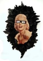 Girls best friend 2011, Papier, Vinyl, Holz 80 x 45 x 2 cm