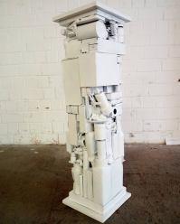 Sockel 6 2014, Verschiedene Materialien, Holz, Spielzeug, Sprühlack 105 x 29 x 29 cm