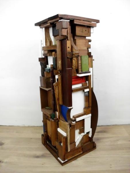 Sockel 11 (Holz) 2016, Holz, Spielzeug, Sprühlack 95 x 31,5 x 33,5 cm