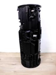 Sockel 10 2012, Verschiedene Materialien, Holz, Spielzeug, Sprühlack 100 x 39 x 39 cm