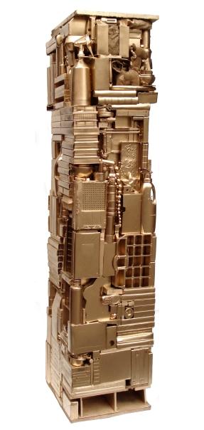 Großer goldener Sockel 2012, Verschiedene Materialien, Holz, Spielzeug, Sprühlack 193 x 48 x 51,5 cm